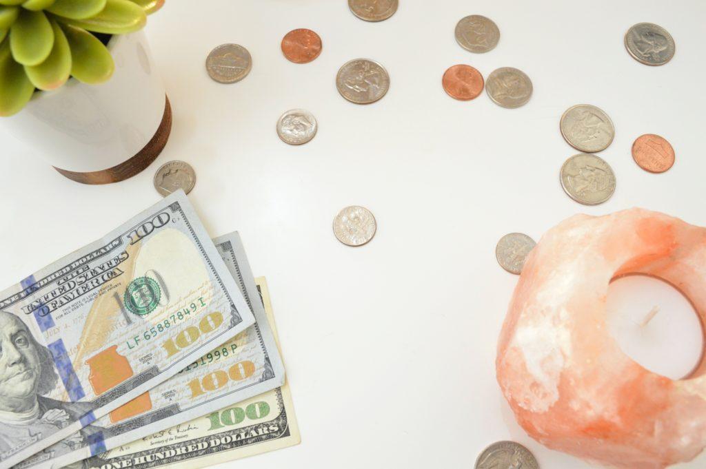 インテリアデザイナーの平均年収は400万円くらい